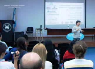 Profesor Scarpato brindando una conferencia en Argentina sobre gestión de la agroecología de altos rendimientos.